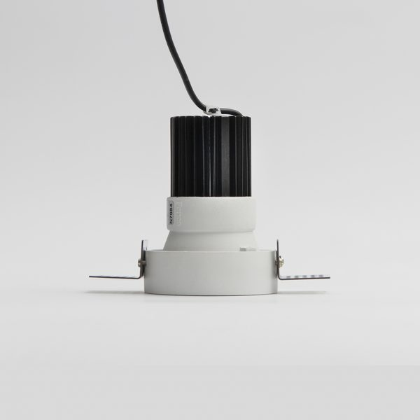 لامپ چراغ سقفی توکار مدل سیبرون مدل سیبرون سفید به همراه لامپ و بدنه سفید