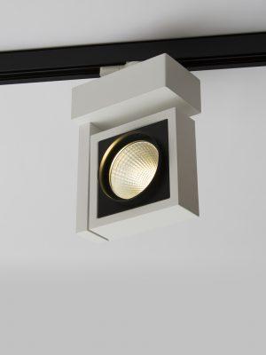 تصویر چراغ سقفی ریلی مدرن مدل Vera با بدنه به رنگ سفید در حالت روشن