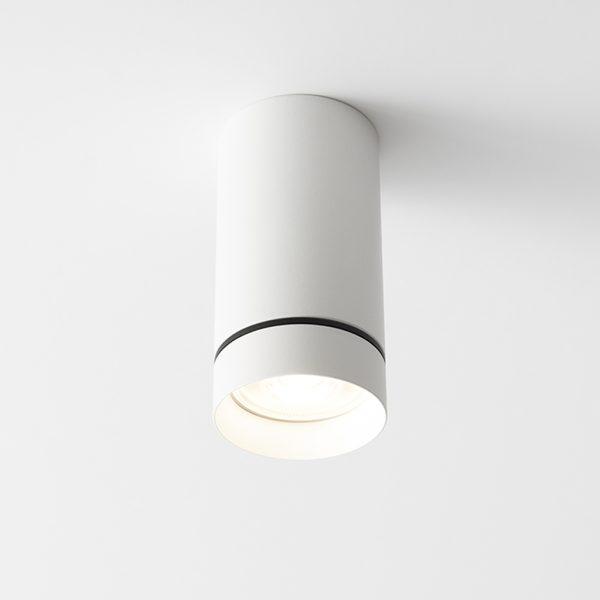 چراغ مدرن روکار سقفی Aro S با بدنه به رنگ سفید در حالت روشن
